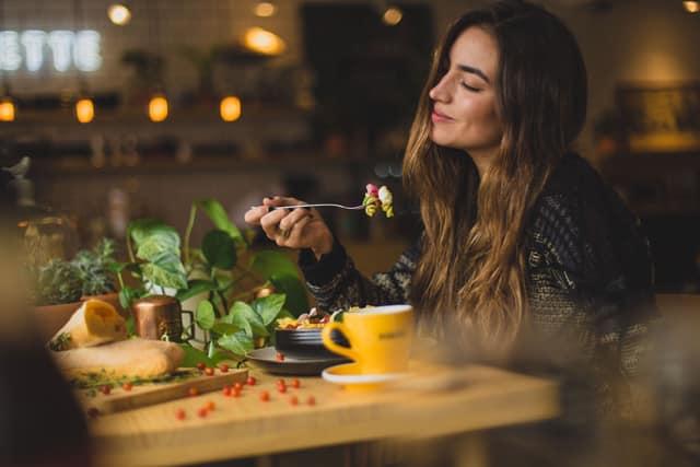 Manger avec plaisir